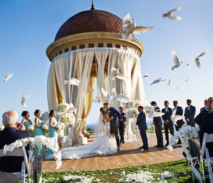 AN INTERTWINED EVENT: GLAMOROUS WEDDING AT PELICAN HILL